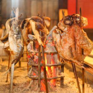 玉河独自の原始焼きで鮮魚を焼きメニューに